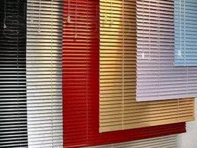 установка горизонтальных жалюзи на окно