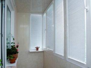 оформление окна на балконе