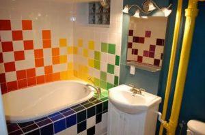 керамическая плитка в маленькой ванной комнате